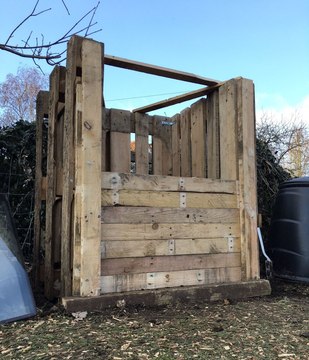 compost bin made from pallets